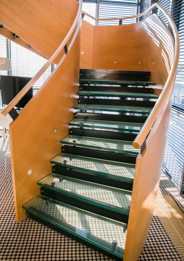 Panuje moda na schody szklane