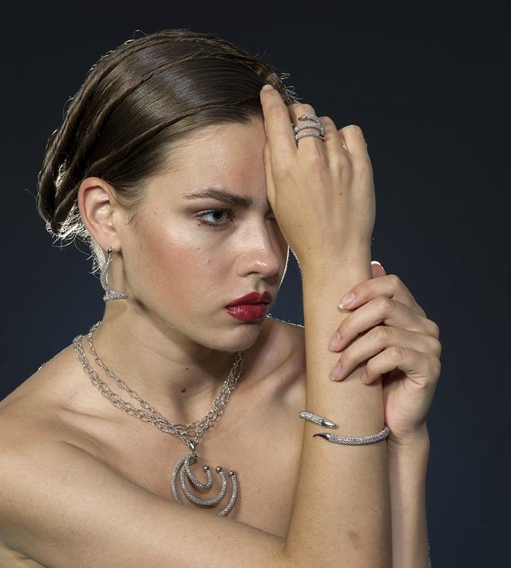 Cenisz biżuterię za jej unikalny wygląd?