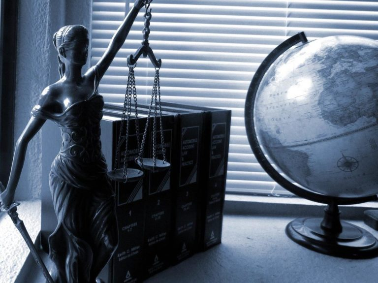 O czym należy porozmawiać z adwokatem przed jego zatrudnieniem
