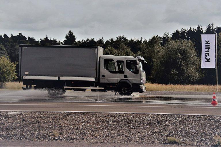 Praktyczne szkolenia pozwalające jeździć bezpiecznie
