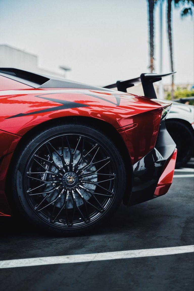 Z czego składa się folia ochronna do lakieru samochodowego?