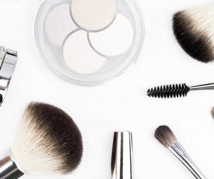 Jakie kosmetyczki kupimy dla siebie w Polsce?
